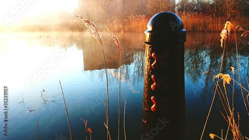 Valokuva View Of Wooden Post At Lakeside