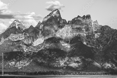 Low Angle View Of Majestic Mountains Against Sky At Grand Teton National Park Fototapet