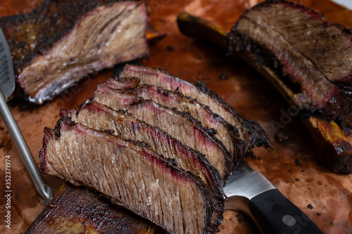 Fotografía Smoked beef chuck short rib (official identification is NAMP 130), with one port