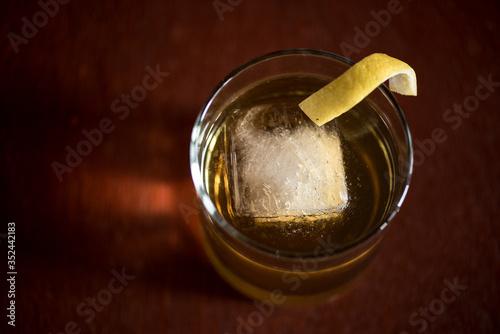 Photo Whiskey, Bourbon, and Lemon Peel