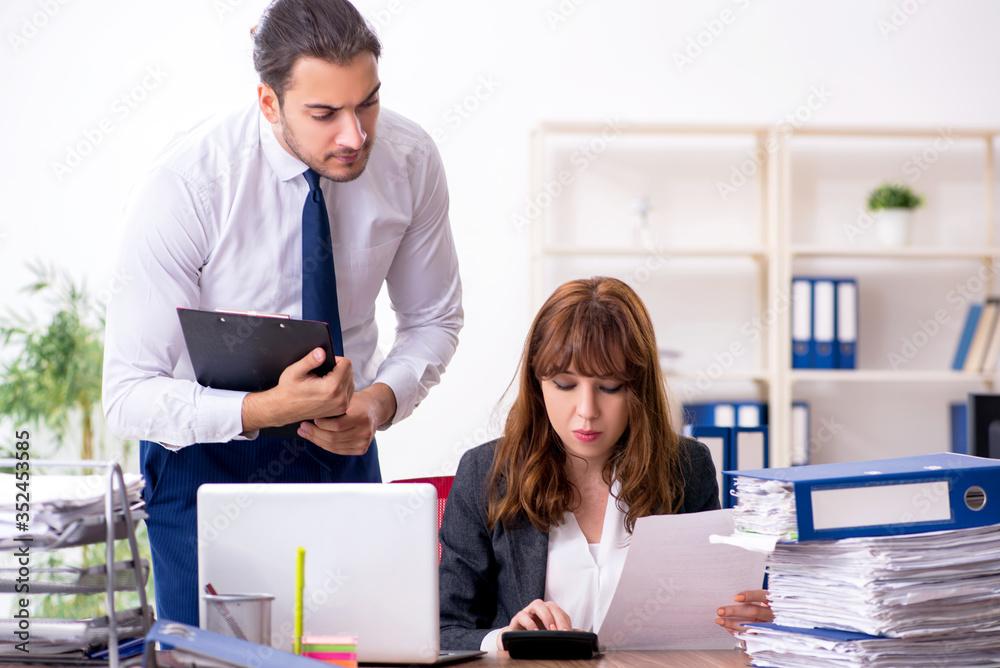 Fototapeta Two employees working in the office
