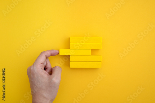 fill a gap in the yellow block. Fotobehang