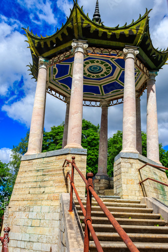 Photo Pavilion in chinese style Grand Caprice on the bridge in Alexander park in Pus