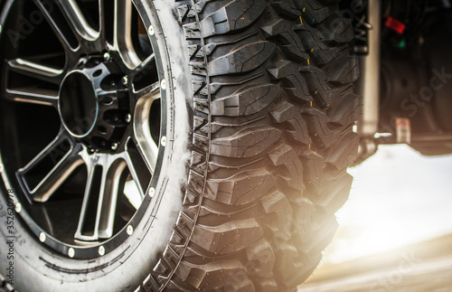 Fotomural Off Road Vehicle Suspension and Heavy Duty Tires