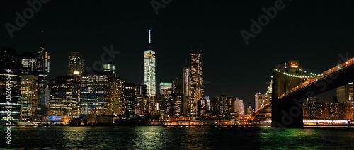 Fotografering Illuminated Brooklyn Bridge Over East River In Manhattan At Night