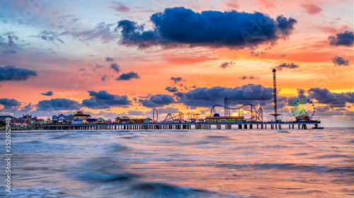 Papel de parede Galveston Island historic Pleasure Pier on the Gulf of Mexico coast in Texas