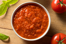 Fresh Organic Basil Tomato Piz...