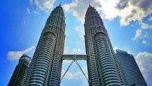 Directly Below Shot Of Petronas Towers