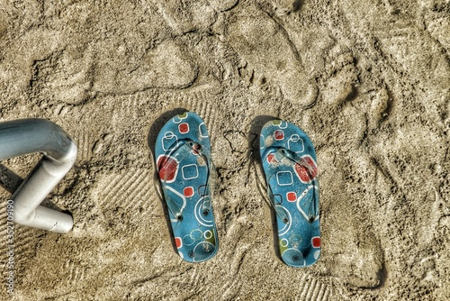 Photo High Angle View Of Flip-flops At Beach