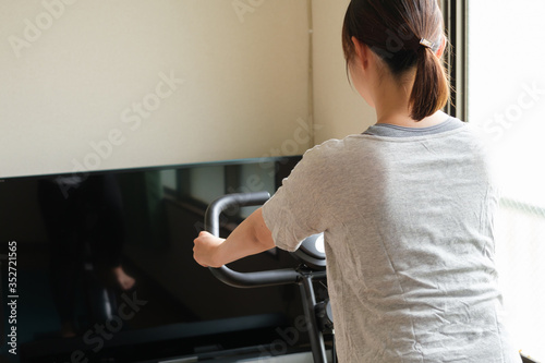 Photo エアロバイク テレビ