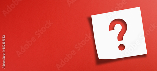 Obraz Note paper with question mark on panoramic red background - fototapety do salonu