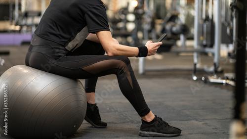 Naklejka premium Gotowy do treningu na siłowni i zajęć fitness