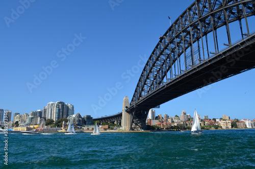 A magnificent bridge in Sydney © AS