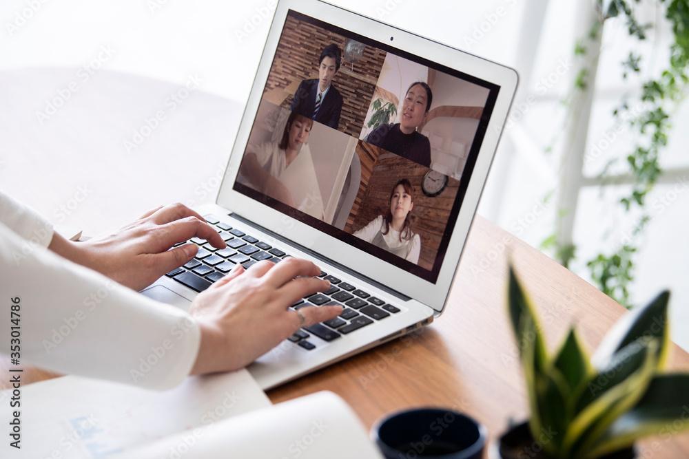 Fototapeta 自宅でのオンライン会議風景