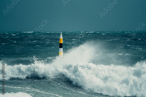 Valokuva A once in a decade storm hitting the iconic Cottesloe bollard