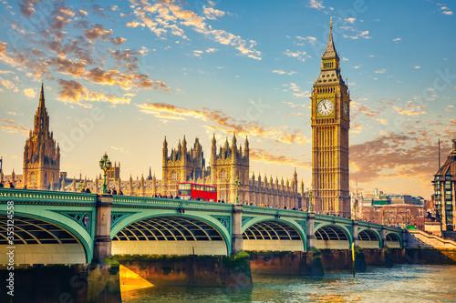 Obraz na plátně Big Ben and westminster bridge in London at sunrise