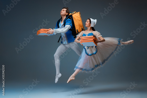 Modern Cinderella and prince hurrying up, deliverying pizza фототапет