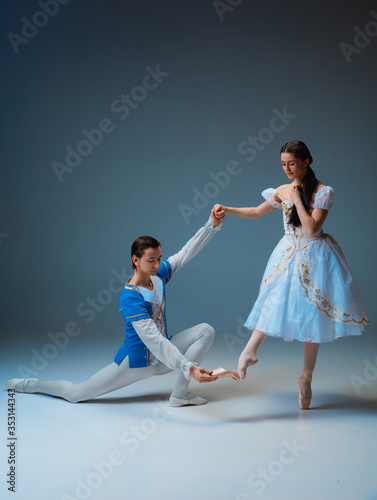 Photo Young and graceful ballet dancers as Cindrella fairytail characters on studio background