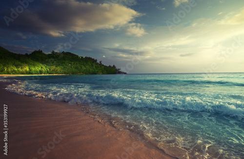Fotobehang - perfect sunset on Seychelles beach