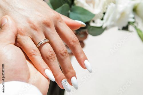 Carta da parati Bride and groom exchanging wedding rings close up during symbolic nautical decor