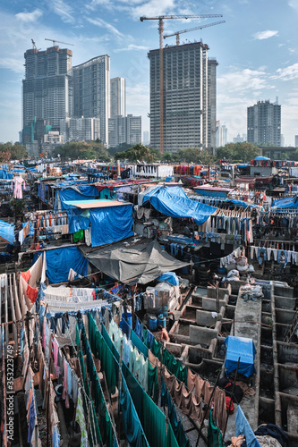 Obraz View of Dhobi Ghat (Mahalaxmi Dhobi Ghat) is world largest open air laundromat (lavoir) in Mumbai, India with laundry drying on ropes. Now one of signature landmarks and tourist attractions of Mumbai - fototapety do salonu
