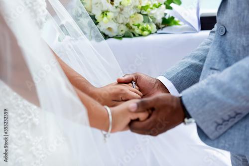Stampa su Tela Bride and groom exchanging wedding rings close up during symbolic nautical decor