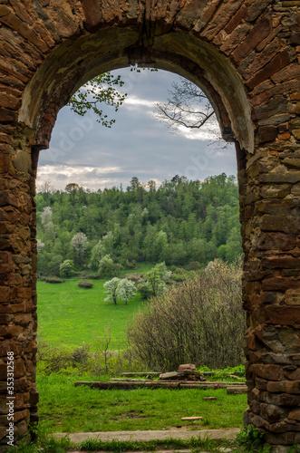 Ruiny cerkwi w miejscowości Krywe Bieszczady Fototapeta