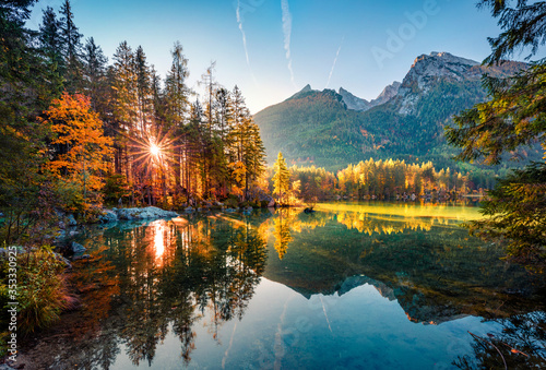 Foto Majestic autumn view of Hintersee lake with Hochkalter peak on background, Germany, Europe