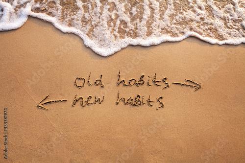 Papel de parede old habits vs new habits, life change concept written on sand