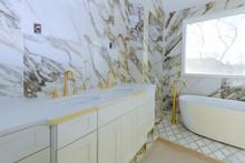 Luxury White Marble Bathroom W...