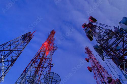Valokuva Radio antenna from low angle view operating at night