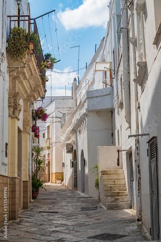 Fototapeta Alleyway. Mottola. Puglia. Italy.