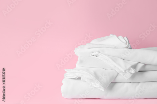 Obraz Stack of clean bed sheets on color background - fototapety do salonu