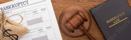 Cuadros en Lienzo top view of money bag, bankruptcy paper, law book and gavel on wooden background