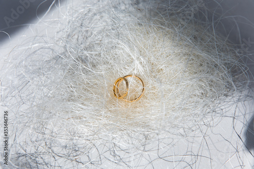 фотография Yellow gold wedding rings inlaid with diamonds.