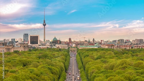 Fotomural Berlin Germany time lapse 4K, city skyline timelapse at Tier Garden