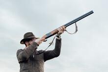 Vintage Hunter Walks. Rifle Hu...