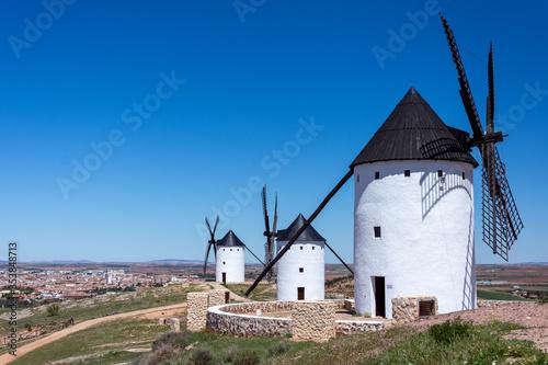 Fototapety, obrazy: Linea de tres molinos en Castilla la mancha