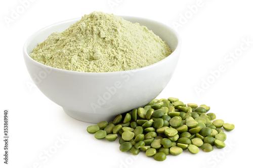 Fotografia Green pea flour and green split peas.