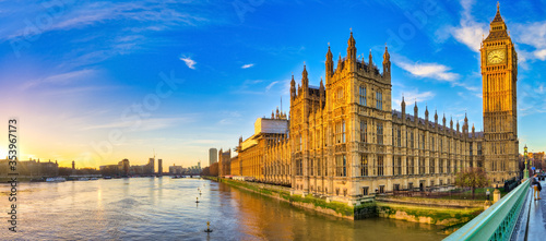 Fototapeta Houses of Parliament and Big Ben in morning light