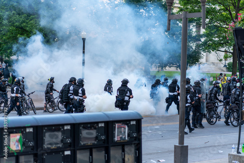 Teargas used during Demonstration Downtown Columbus Ohio for the Death of George Tapéta, Fotótapéta