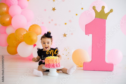 Fototapeta Smash cake for girl first birthday obraz
