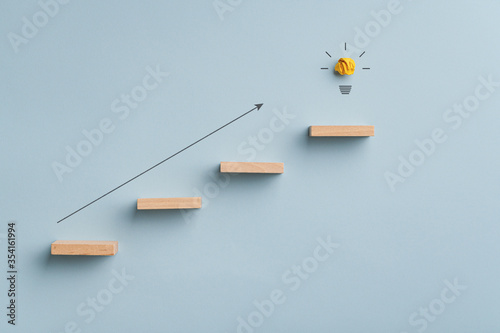 Photo Conceptual image of idea, innovation and ambition