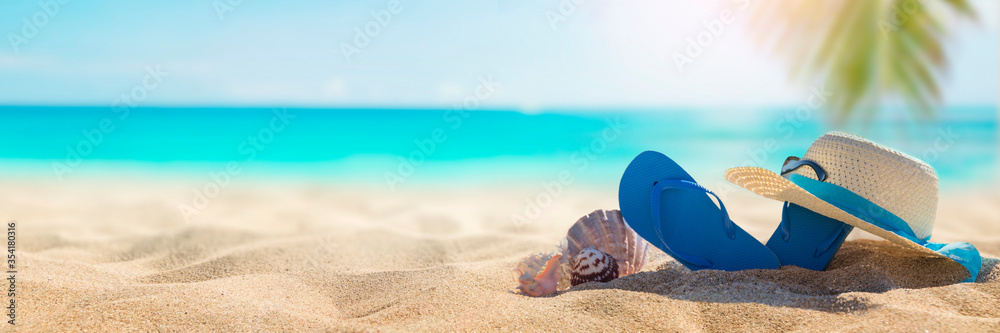 Fototapeta Sunny tropical beach with turquoise water, summer holidays vacation background, seashells in sand, palm tree on the beach