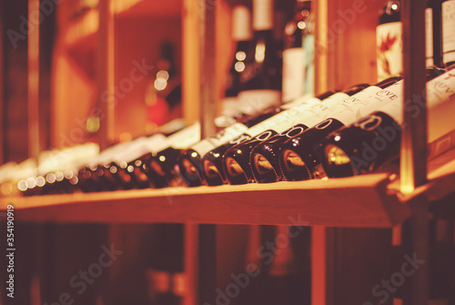 Photo bottles of wine in wine bar or wine shop for soft background