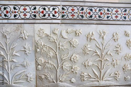 Fototapeta Detail of inlay and carvings decorating the Taj Mahal, Agra, India