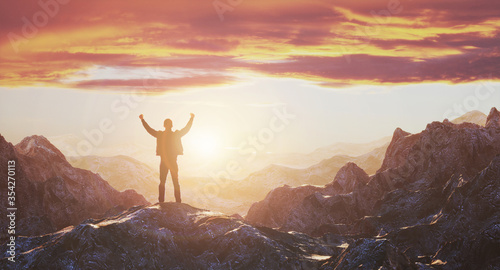 Photo Hiker with arms up outstretched on mountain top looking at inspirational landscape