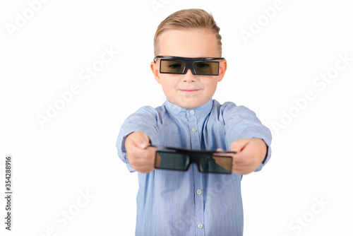 Платно Excited young african american guy in 3d imax glasses posing isolated on yellow orange background in studio