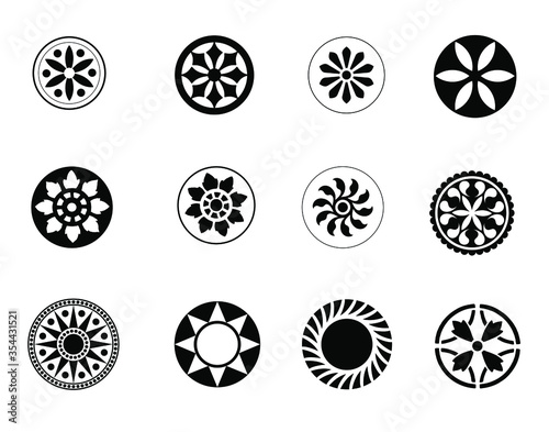 Fotografía Car wheels set - Automotive wheel with alloy wheels and tires isolated on white