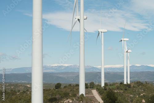 Estación de aerogeneradores con la Sierra del Cadí de fondo Canvas Print